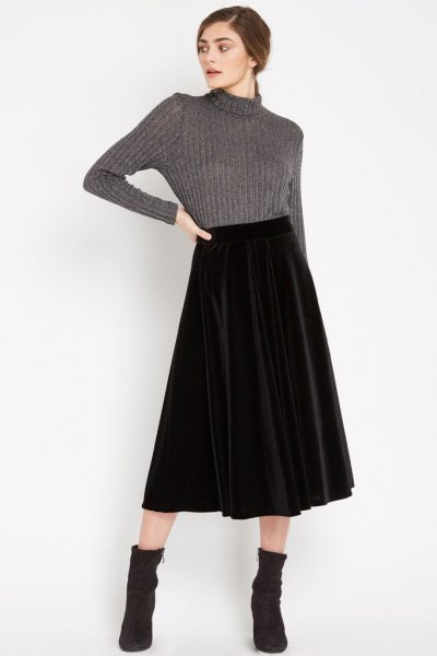 grå hög hals stickad tröja midi sammet kjol