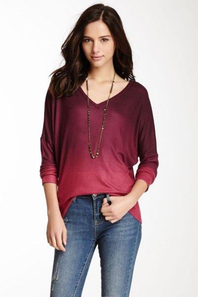 röd och svart tie-dye långärmad V-ringad t-shirt med smala jeans