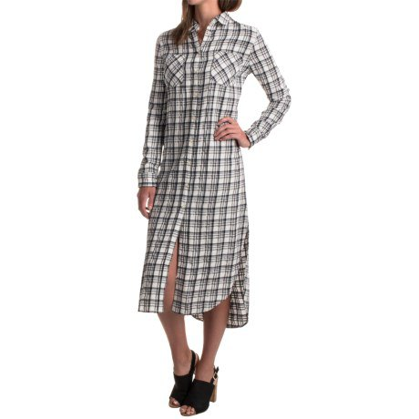 grå och vit rutig rayon midiklänning