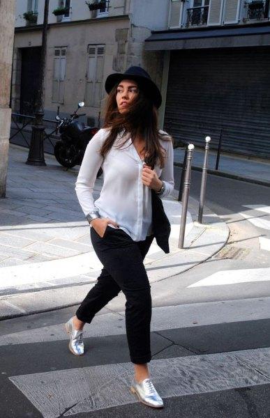 vit chiffongskjorta svart filthatt