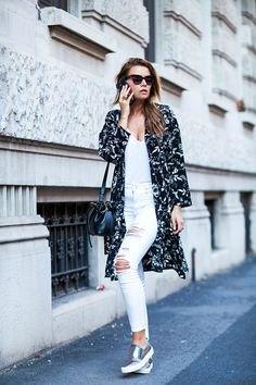 svarta blommiga longline cardigan vita jeans