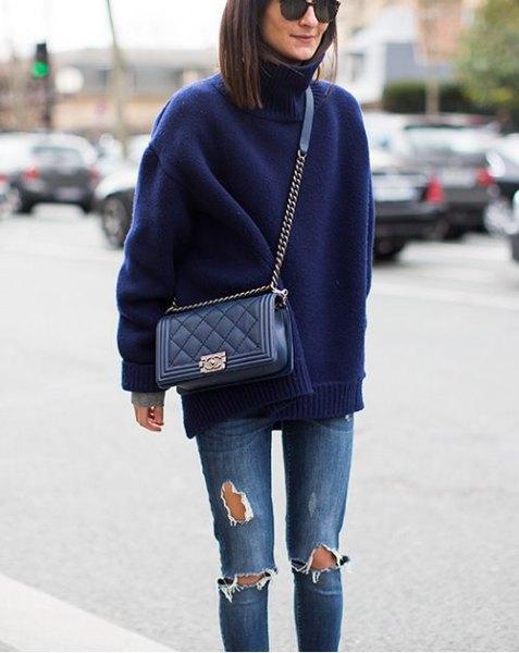 Mörkblå turtleneck med rippade skinny jeans