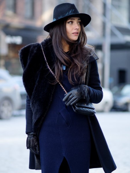 Mörkblå, ribbad tröja klänning med svart imiterad päls