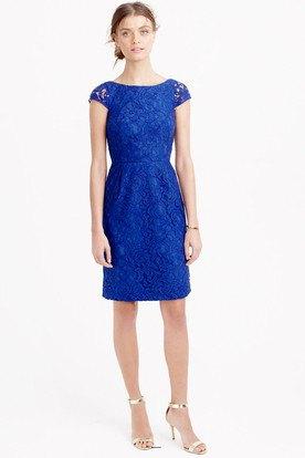 knälång klänning med kepsärmar i kungsblå och rynkad midja och silverklackar