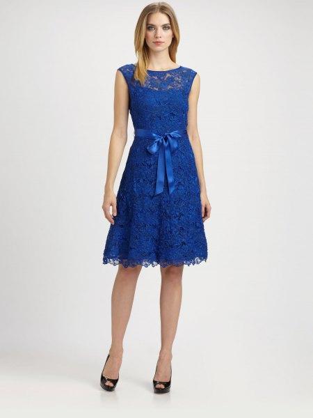 Kungsblå band slips midja ärmlös knälång klänning med klackar med öppna tå