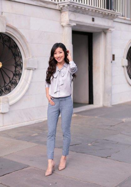 grå sidenband rosettskjorta med blågröna fotledsbyxor