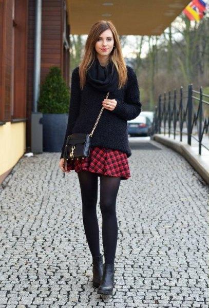 svart tjock stickad tröja mini röd rutig kjol