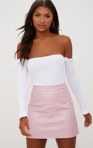 Ljusrosa kjol med vit tubtopp och separata långa ärmar