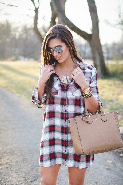 Bourgogne och vit rutig tunika med rosa läderhandväska