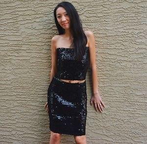 svart tubtopp med paljetter och matchande knälång kjol