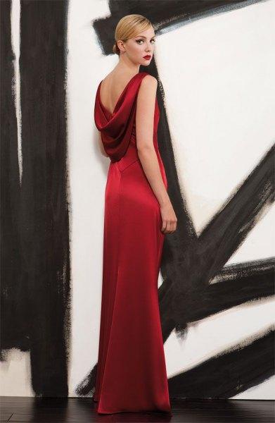 röd satin maxiklänning med låg rygg