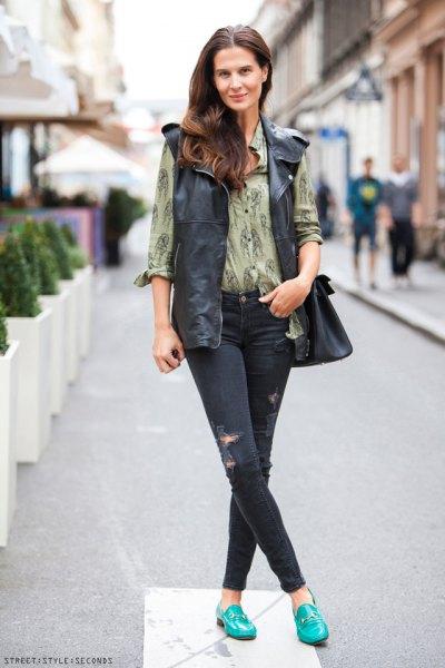 grön tryckt skjorta skinny jeans outfit