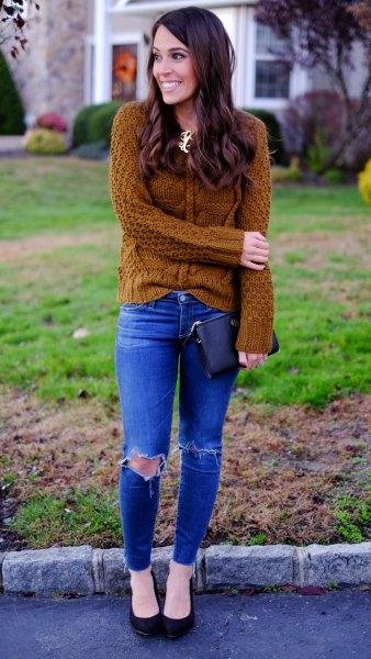 Kabelstickad tröja med kungsblå skinny jeans