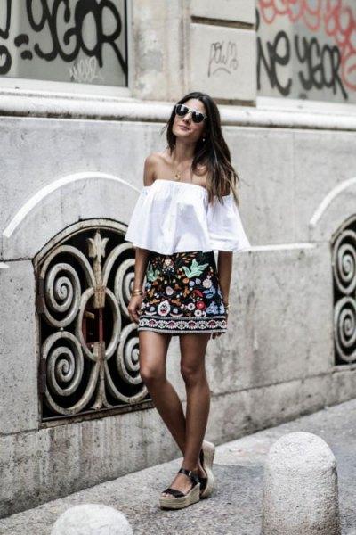 axelbandslös blus svart kjol