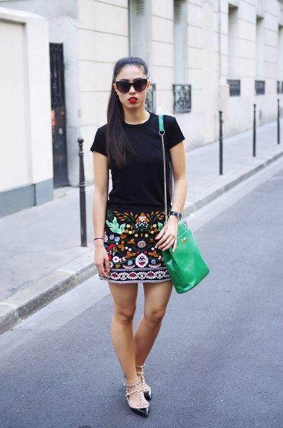 broderad kjol svart t-shirt