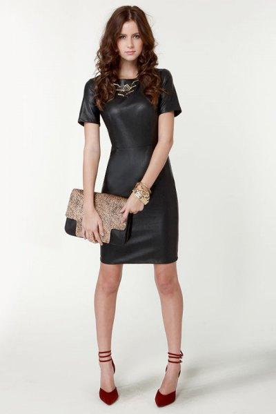 Kortärmad mini svart läderklänning