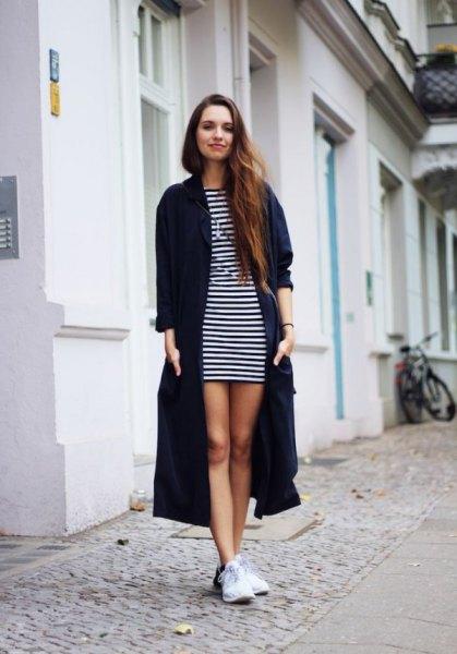 svart maxikofta med randig mini-skiftklänning