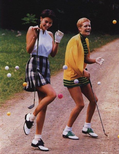 ärmlös skjorta, rutig golfkjol med hög midja
