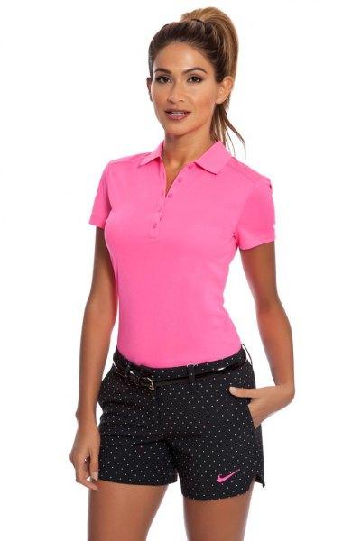 svart polka dot golfshorts polotröja rosa