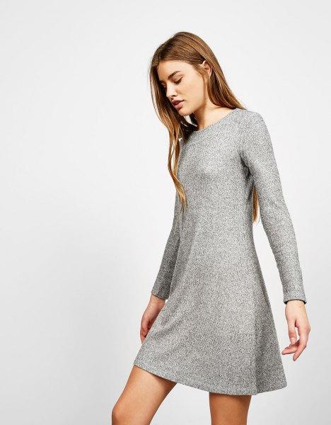 fläckig grå miniklänning med utsvängda revben