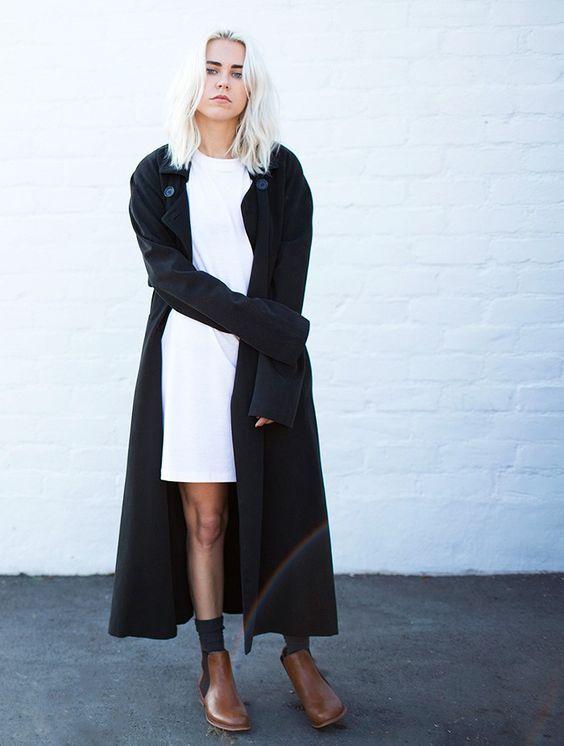 svart duster kappa vit klänning