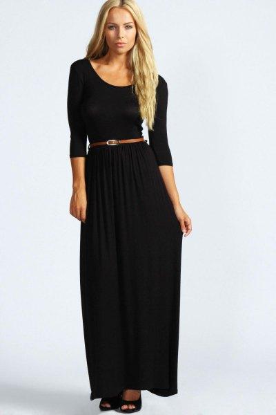 svart maxiklänning med trekvartärmar och scoop-halsringning