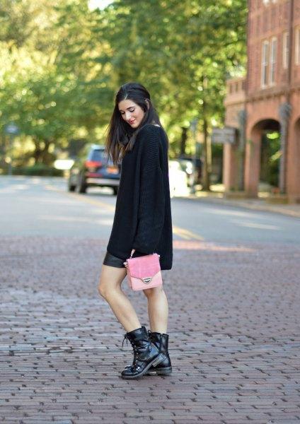 svarta stridsstövlar svart stickad tröja läder kjol