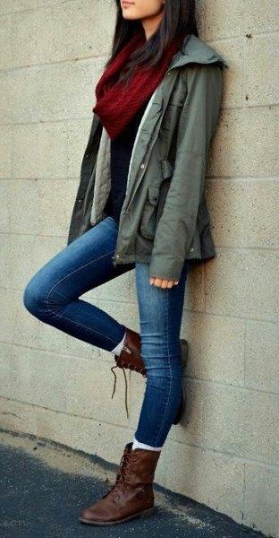 bruna stridsstövlar arméjacka smala jeans