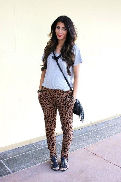 grå t-shirt cheetah harembyxor