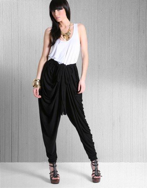 svarta harembyxor vit väst topp outfit
