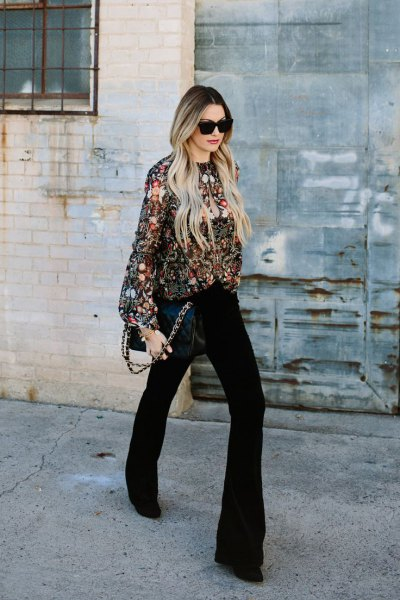 silver paljettröja med svarta flared jeans