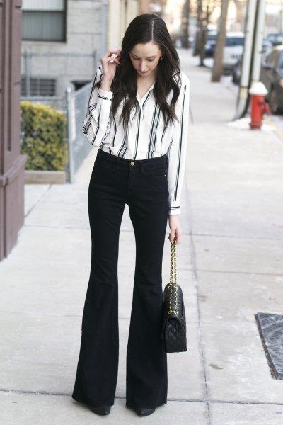 vit och svart randig skjorta med knappar och utsvängda byxor