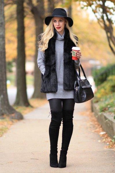 svart floppy hatt med grå tröja klänning med huva hals och leggings