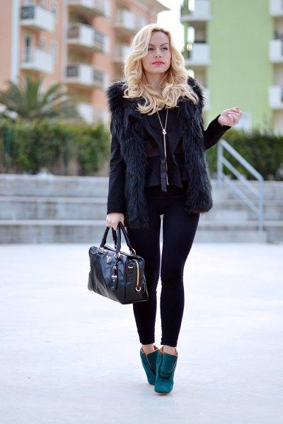 svart fuskpälsväst med kavaj och leggings
