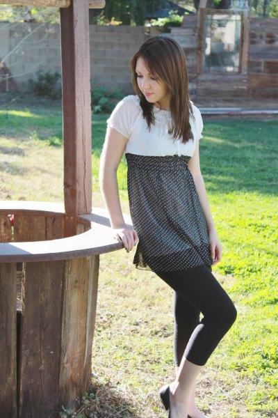 vit och svart babydoll miniklänning med korta leggings