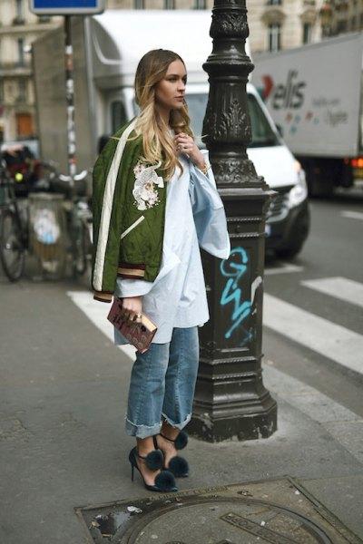 grön jacka vit lång skjorta
