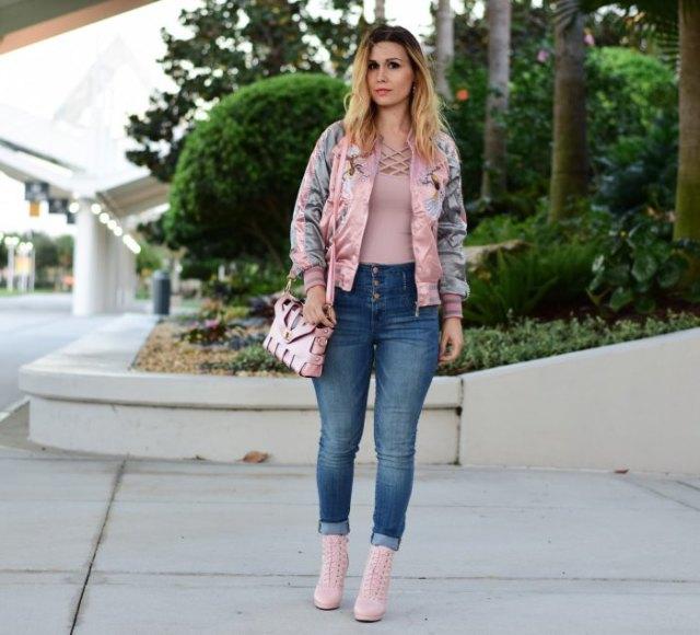 rosa bomberjacka jeans stövlar