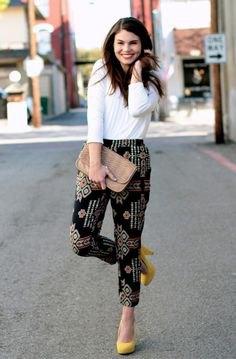 vita långärmade byxor svarta tryckta byxor