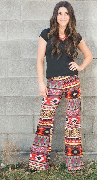 färgglada tribal tryckta svarta t-shirtbyxor