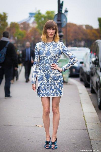 blåvit, långärmad, miniklänning med tryck