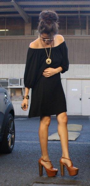 svart axelbandslös skiftklänning
