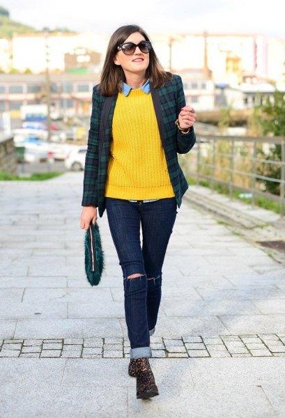 Rutig kavaj med gul stickad tröja
