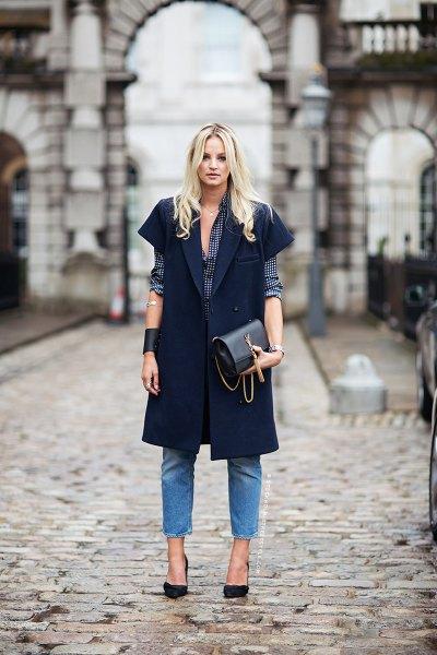 svart kortärmad långärmad kavaj med blå jeans