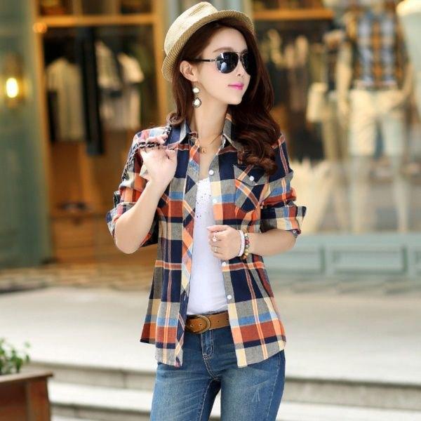 Använd en rutig flanellskjorta med halva ärmar som jacka