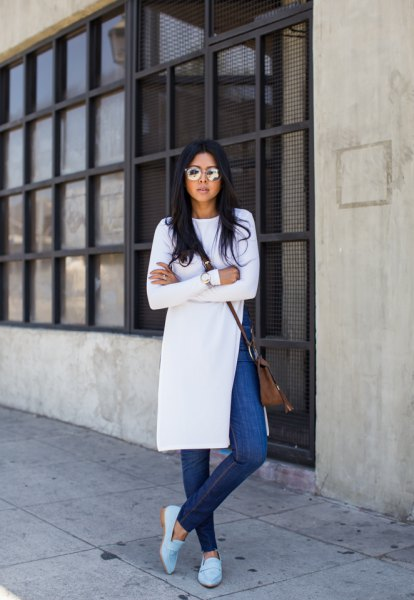 Blå jeansklänning med slits