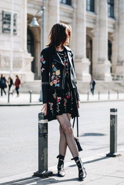 svart broderad mini shift klänning läderjacka