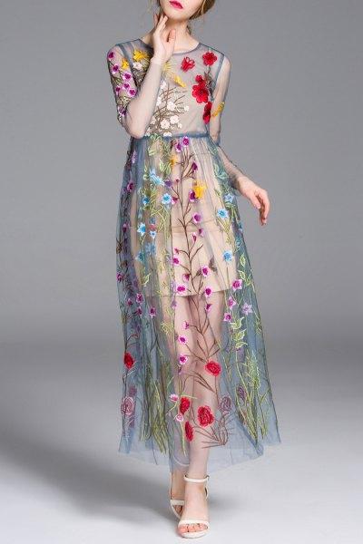 blågrön, halvtransparent, broderad maxiklänning med blommönster