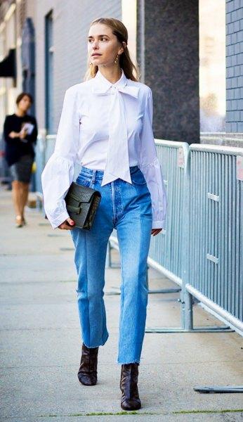 vit slips skjorta blå beskuren mamma jeans