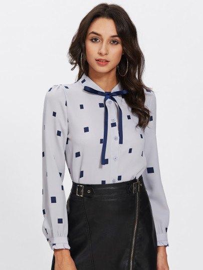 Ljusblå och mörkblå läder kjol med slips hals blus