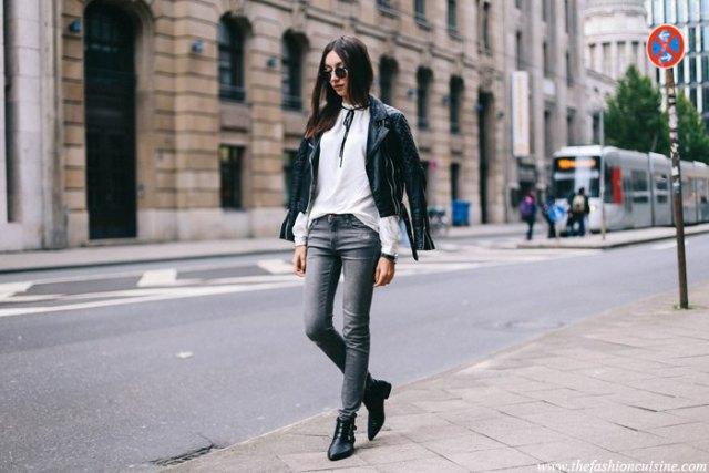 vit slipshalsblus svart motojacka grå jeans